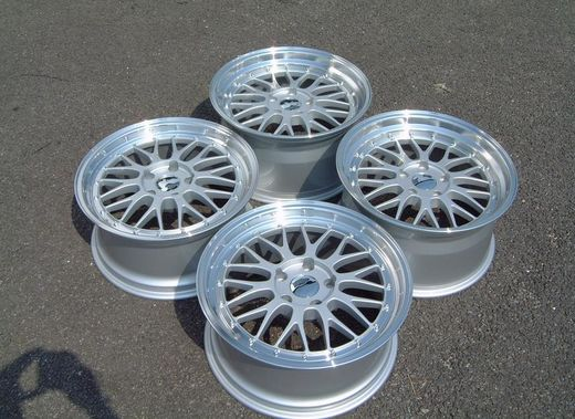 "Japan Racing JR-23 5x112 18"" etuvanteet 8.5"" & takavanteet 9.5"""